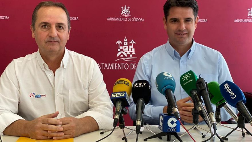 IU vuelve a mostrar su apoyo al sector del taxi tradicional en Córdoba