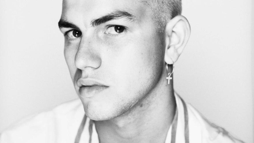 Las redes rescatan tuits homófobos  y machistas del cantante Marc Seguí
