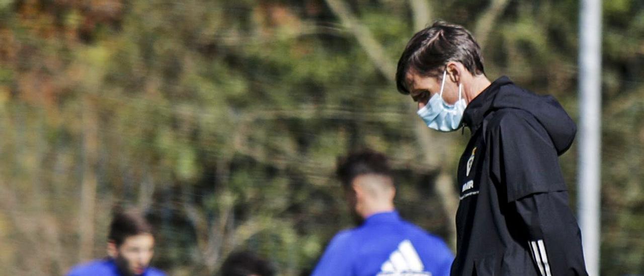 Ziganda, con un balón, en un entrenamiento en El Requexón. | Julián Rus