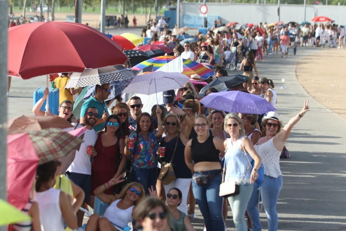 Colas en El Arenal para el concierto de Ricky Martin