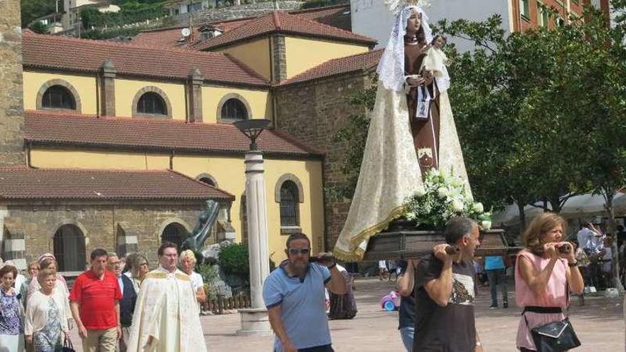 Moreda celebra su procesión del Carmen