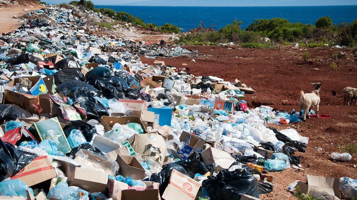 Noves rutes del plàstic «brut» espanyol cap a països asiàtics