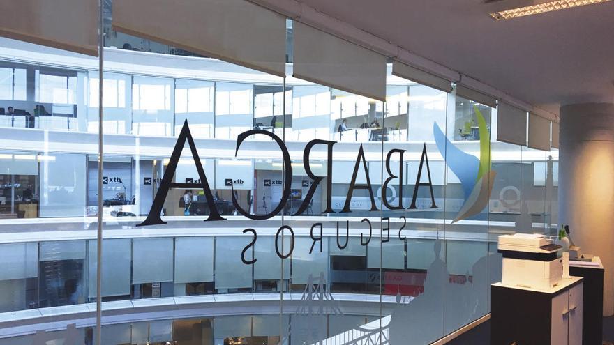 La Justicia europea da la razón a Abanca y niega el registro de marca de la aseguradora lusa Abarca
