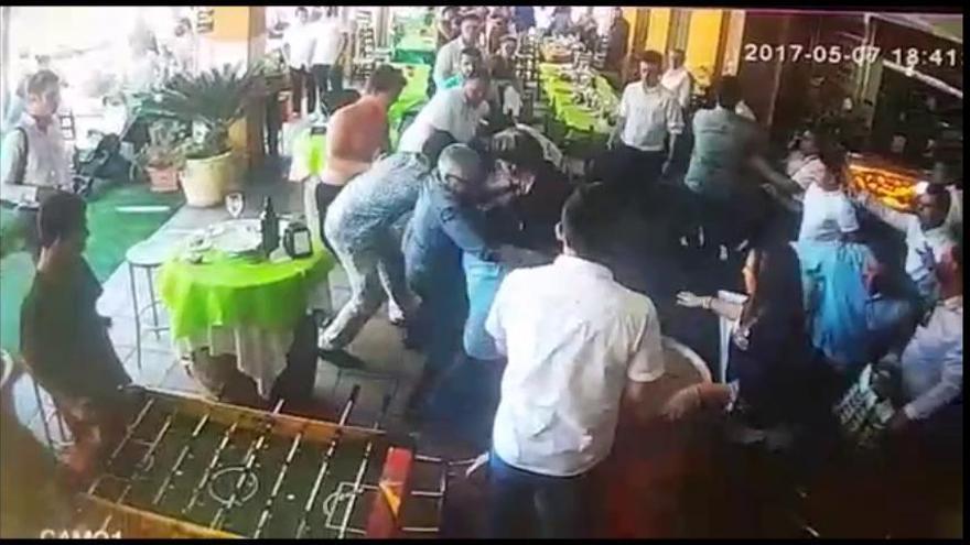 Así fue la pelea entre invitados y camareros durante una comunión en Murcia