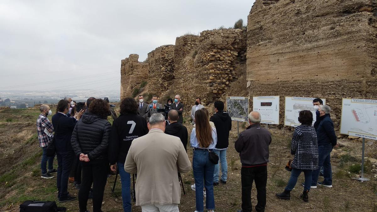 Rueda de prensa junto al enclave arqueológico del Castillejo