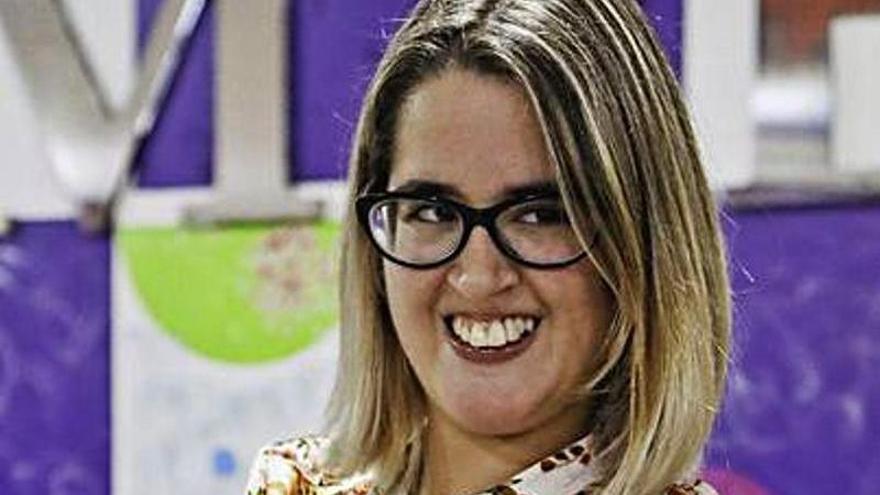 La escritora Patricia Terrones, con parálisis, pide un auxiliar para sus estudios