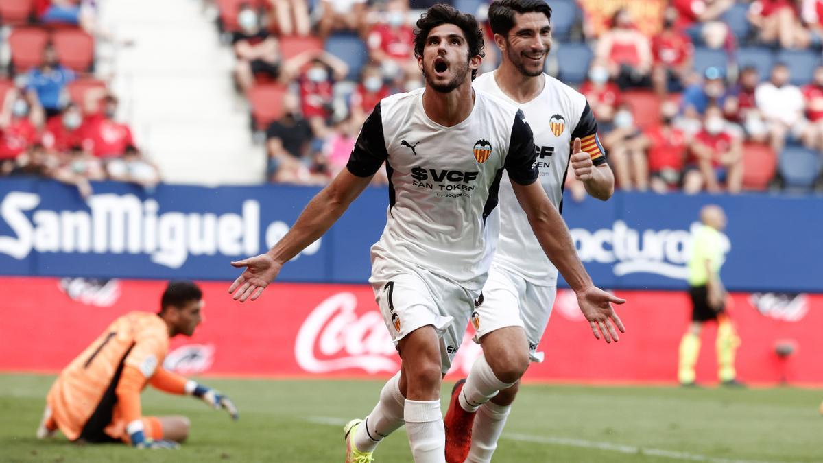 Guedes celebra su gol en El Sadar junto a Soler.