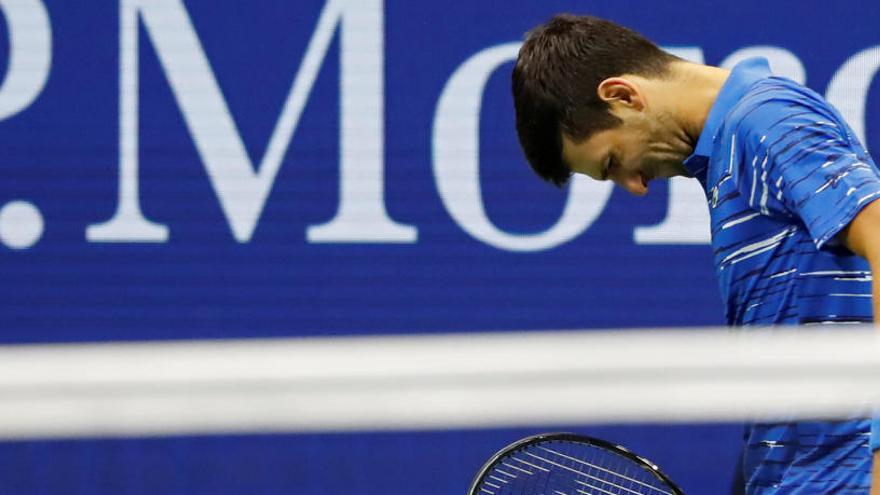 Djokovic abandona por lesión y no podrá defender su título