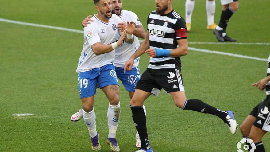 El Tenerife golea al Cartagena (3-0) y confirma su despegue
