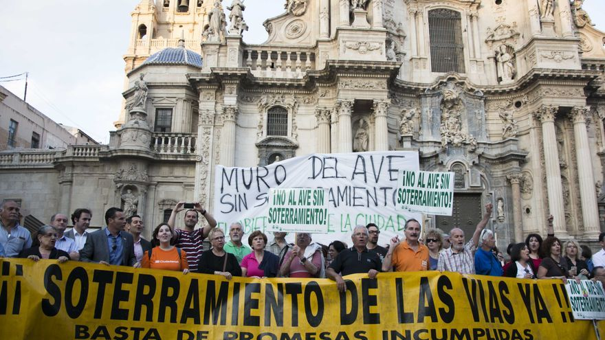 El Pleno de Murcia acuerda otorgar la Medalla de Oro a la Plataforma Pro Soterramiento