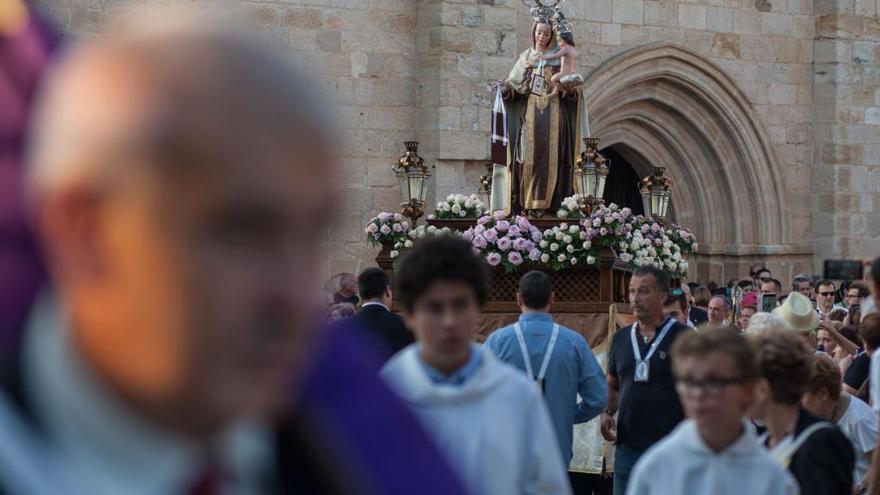 La Virgen del Carmen recorre el casco antiguo en su tradicional procesión