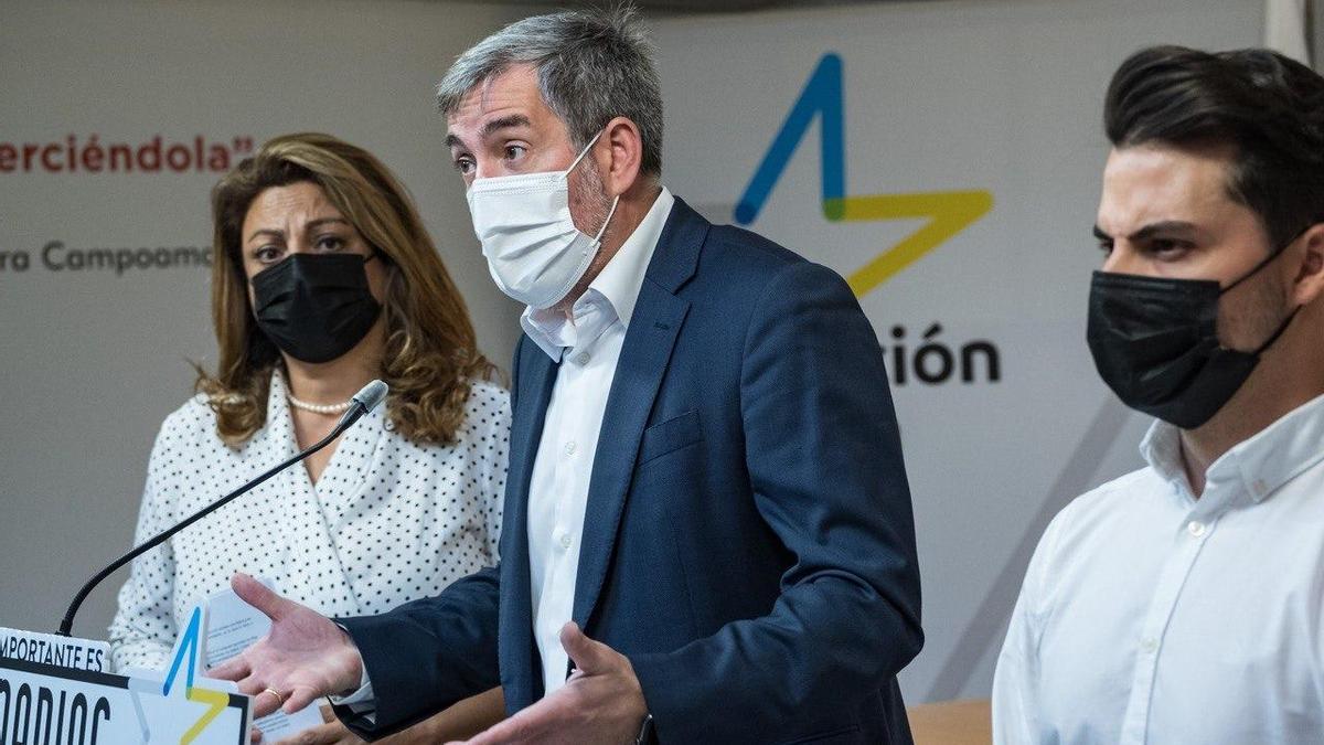 Cristina Valido, Fernando Clavijo y David Toledo en la sede de Coalición Canaria en Tenerife.
