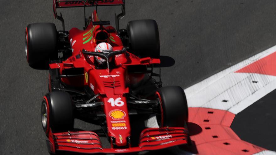 Leclerc logra la pole en Bakú, con Sainz quinto y Alonso noveno