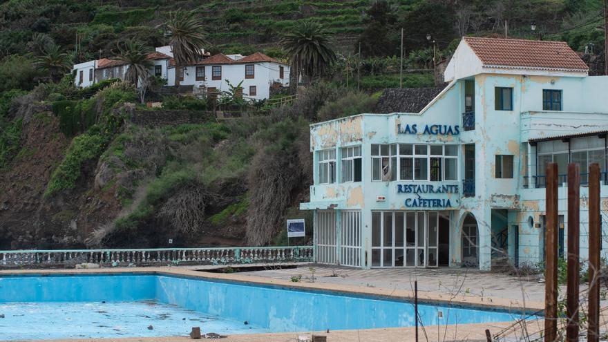 Costas invertirá  1,7 millones de euros en la demolición de la piscina de Las Aguas