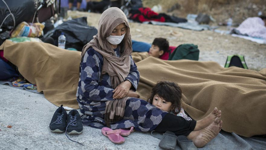 Refugiados de Moria: la noche bloqueados en el asfalto