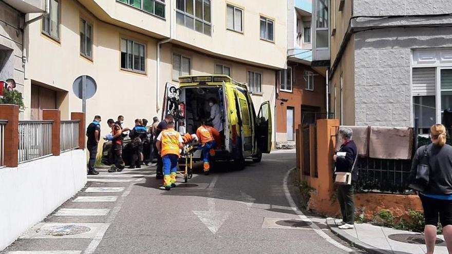 Un conductor arrolla a una mujer en Cangas tras quedarse dormido al volante
