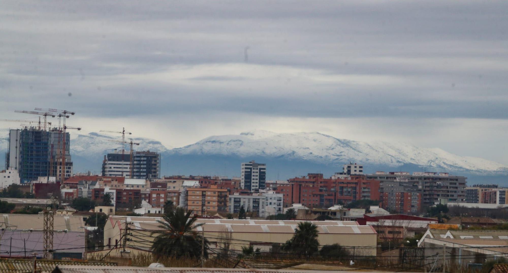 La Calderona, cubierta de blanco