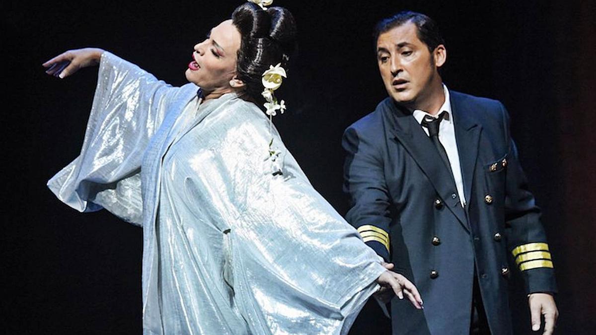 Ainhoa Arteta y Jorge de León en el teatro Campoamor de Oviedo.