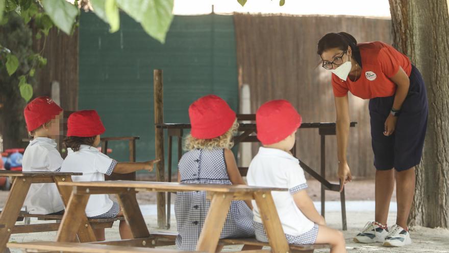 El Ayuntamiento de Alicante aprueba la convocatoria para que las familias puedan pedir la ayuda del cheque infantil municipal