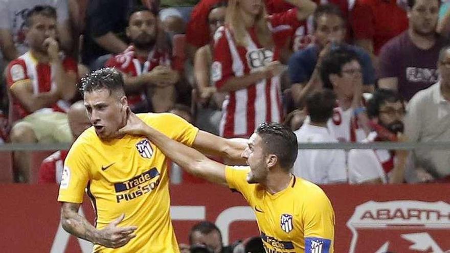 El Atlético salva un empate con diez en el estreno de Montilivi