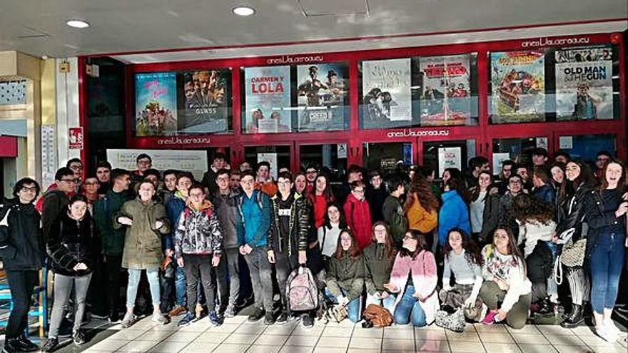 Alumnos del León Felipe participan en una sesión de Cine Espiritual