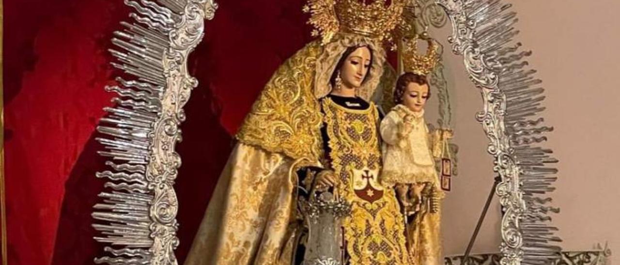 La virgen del Carmen en su altar tras más de un año en el camarín. | | LP/DLP