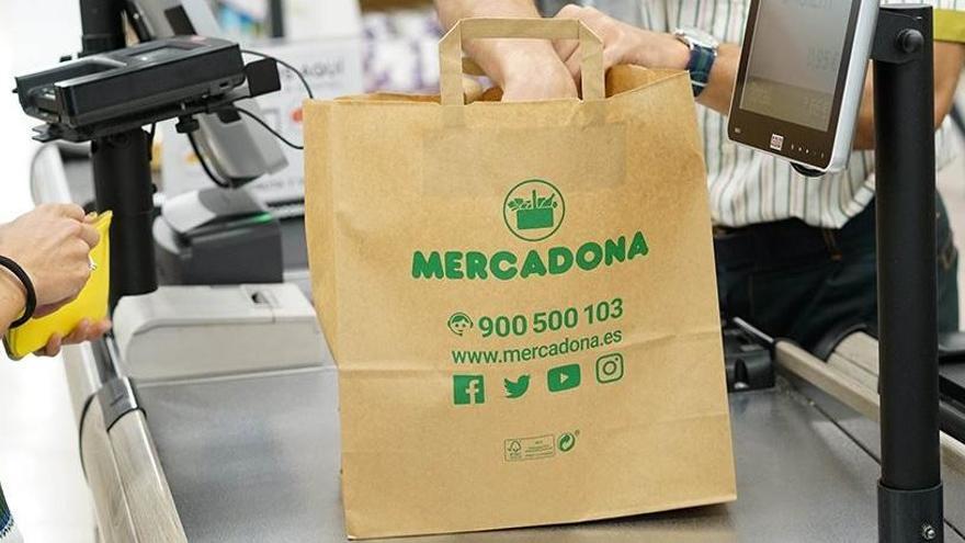 Mercadona eliminará las bolsas de plástico en abril