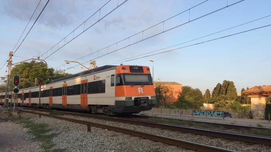 Interrompuda la circulació ferroviària entre Figueres i Flaçà per un arbre tallat i caigut sobre la catenària