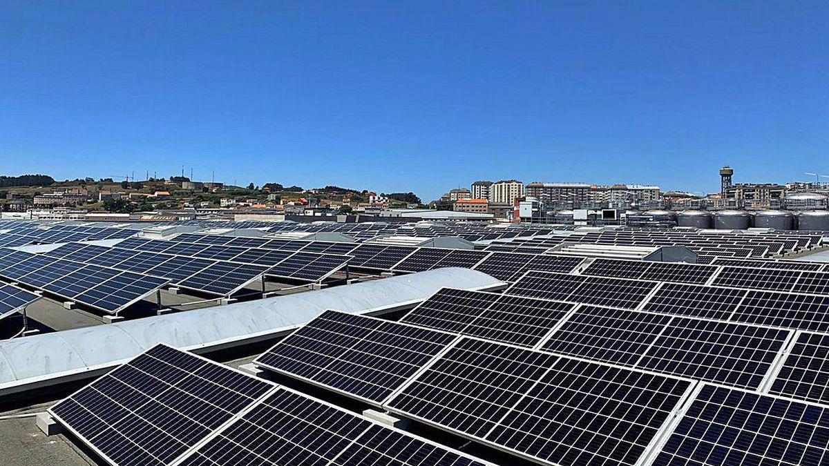 Imagen de la planta fotovoltaica de Estrella Galicia en A Coruña.