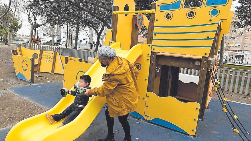 Castelló invierte 300.000 euros en mejorar las zonas de juego infantil