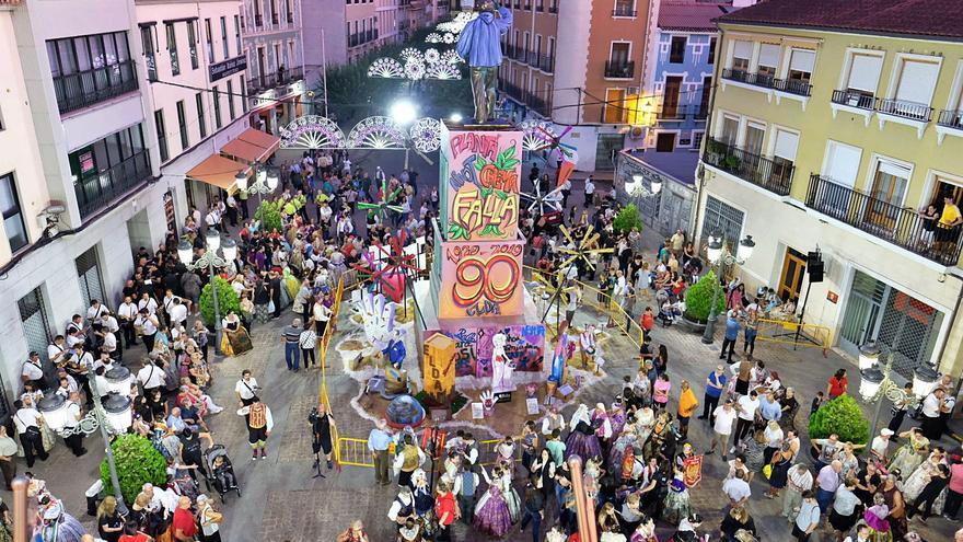 Los artistas falleros apoyan al barrio de Elda que quiere tener fiestas pese a la suspensión