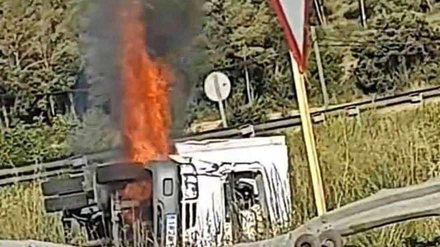Crema un camió a Sant Mori