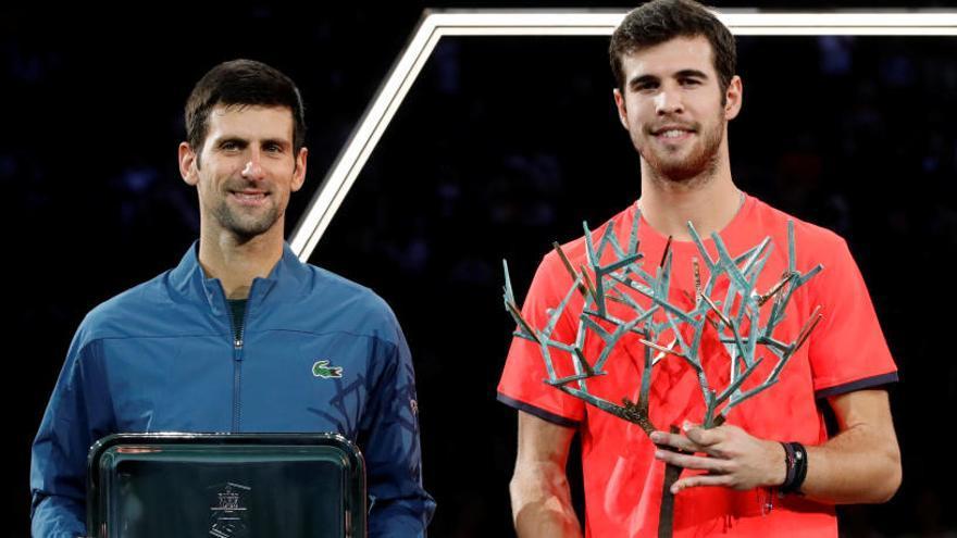 Khachanov, junto a Djokovic en la entrega de trofeos