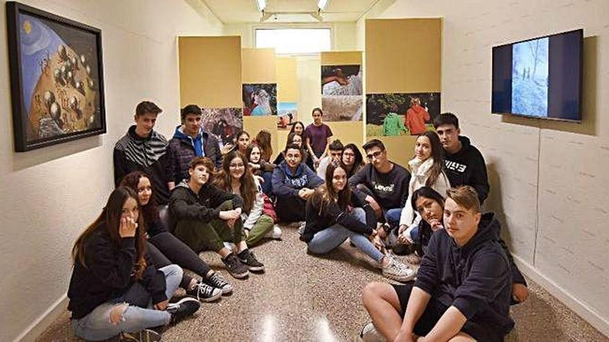 Una exposició mostra l'obra de 200 escolars inspirades en «La Terra» d'Ángeles Santos