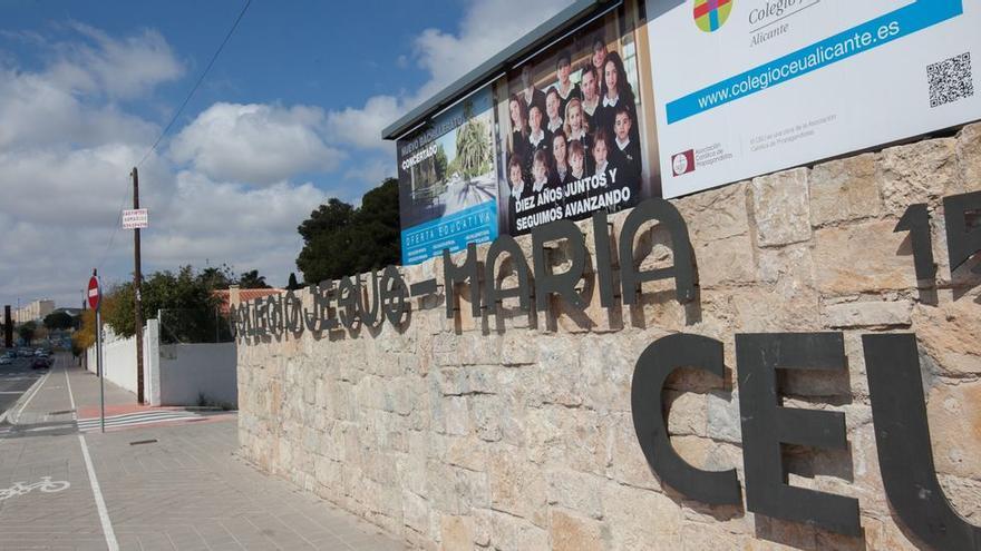 Familias de un colegio de Alicante denuncian que se aparta a niñas con faldas muy cortas a aulas en las que no reciben clase