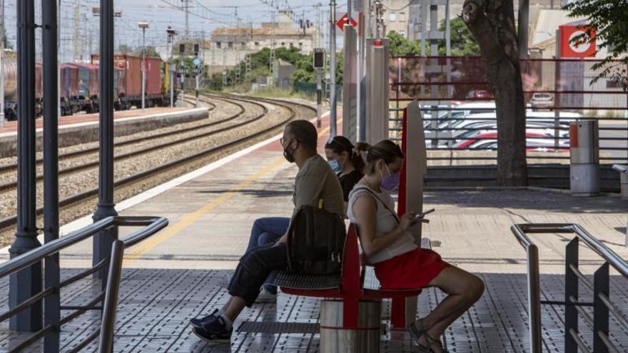 Una avería en Cercanías causa retrasos de tres horas a usuarios de la Costera