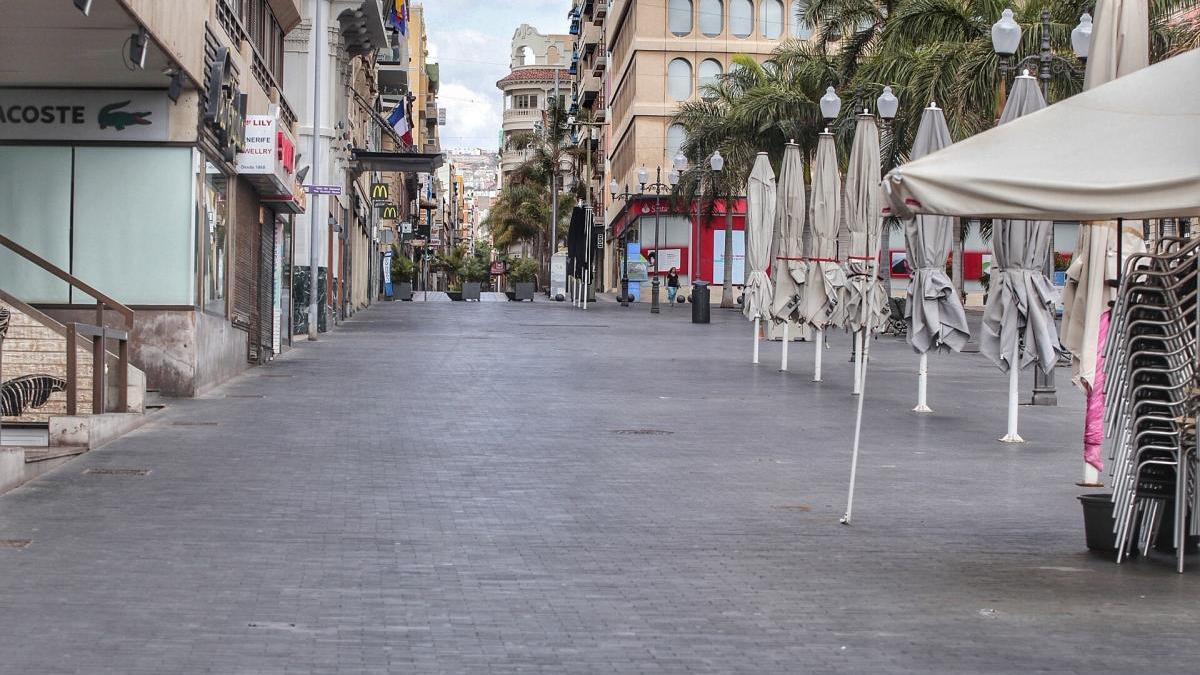 Calle vacía en Santa Cruz.