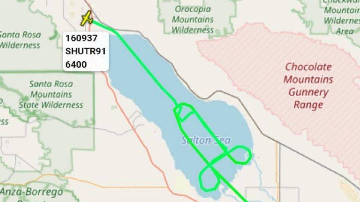 La Marina estadounidense investiga a un piloto por trazar un vuelo en forma de pene