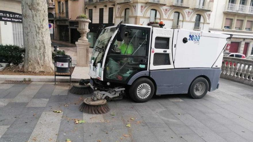 Figueres municipalitzarà la neteja viària al juliol però preveu una nova pròrroga d'escombraries