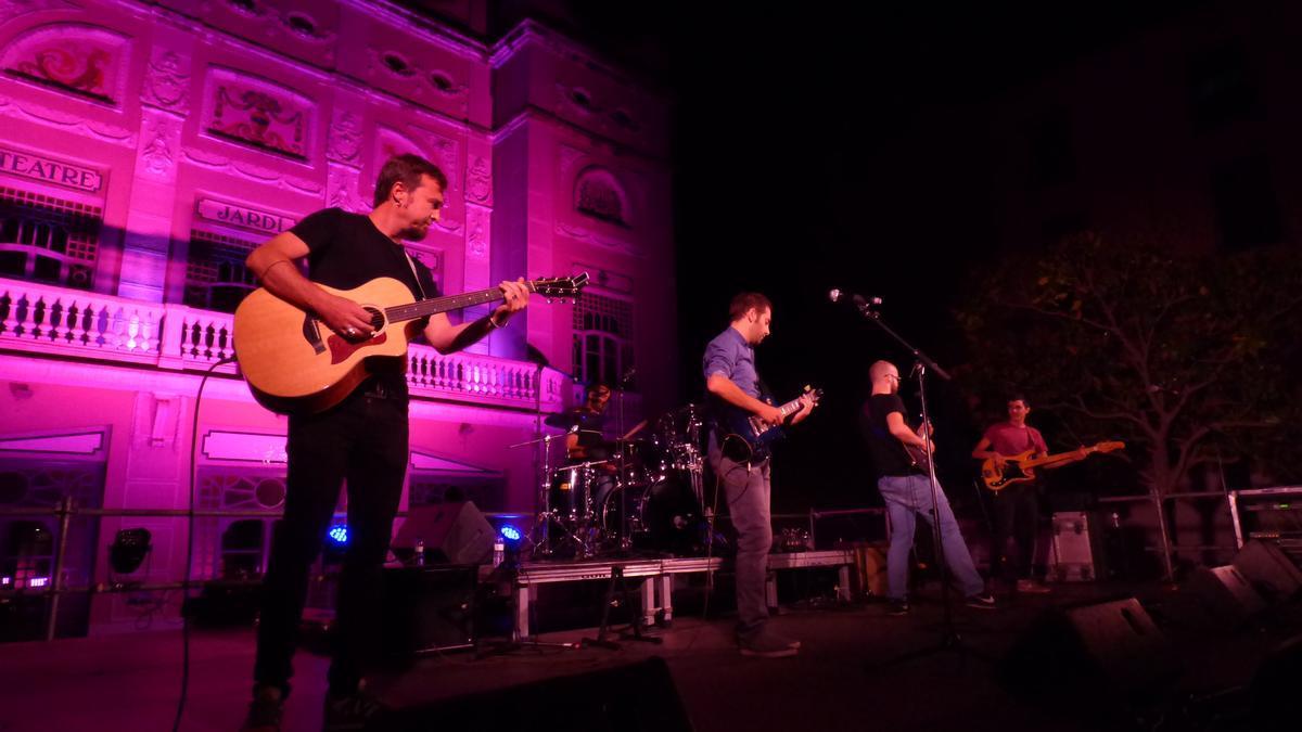 Actuació de Guillola a la plaça Josep Pla