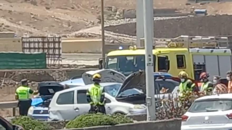 Un accidente entre cinco coches en la GC-1 causa fuertes retenciones
