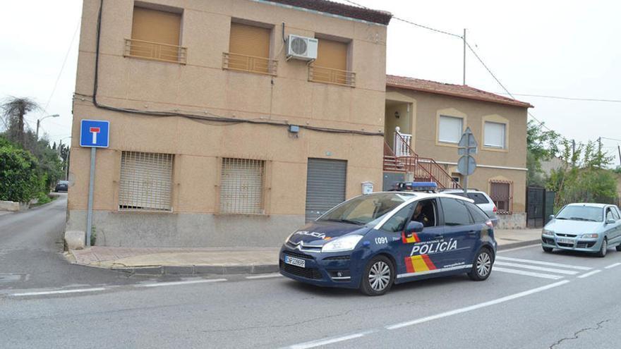 Pillan a tres personas intentando robar en una vivienda en Casillas