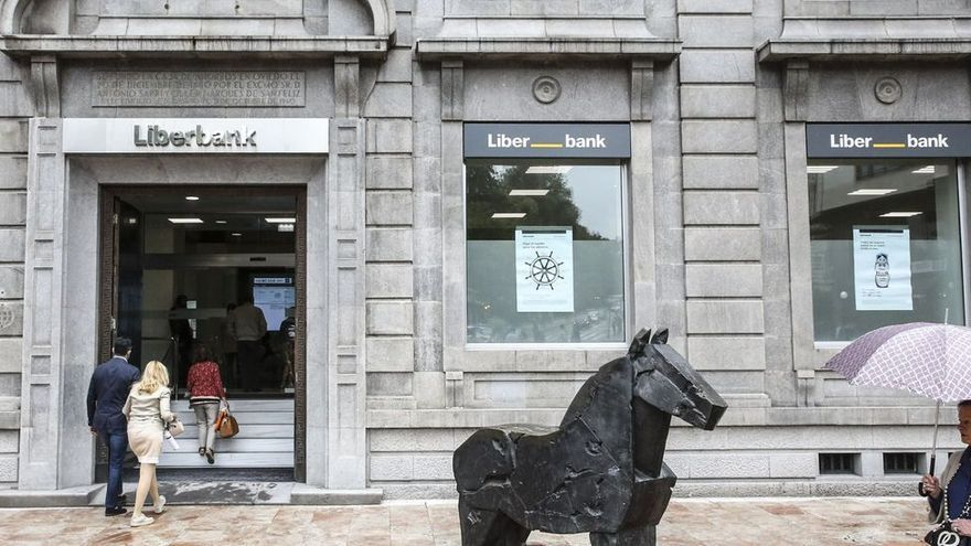Liberbank prejubilará a 150 trabajadores de Cajastur en excedencia