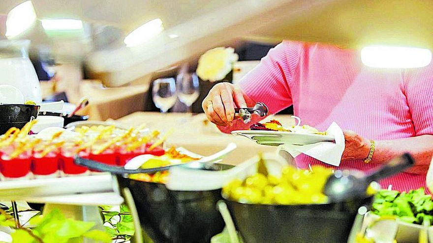 Sanidad permite recuperar el bufé de autoservicio