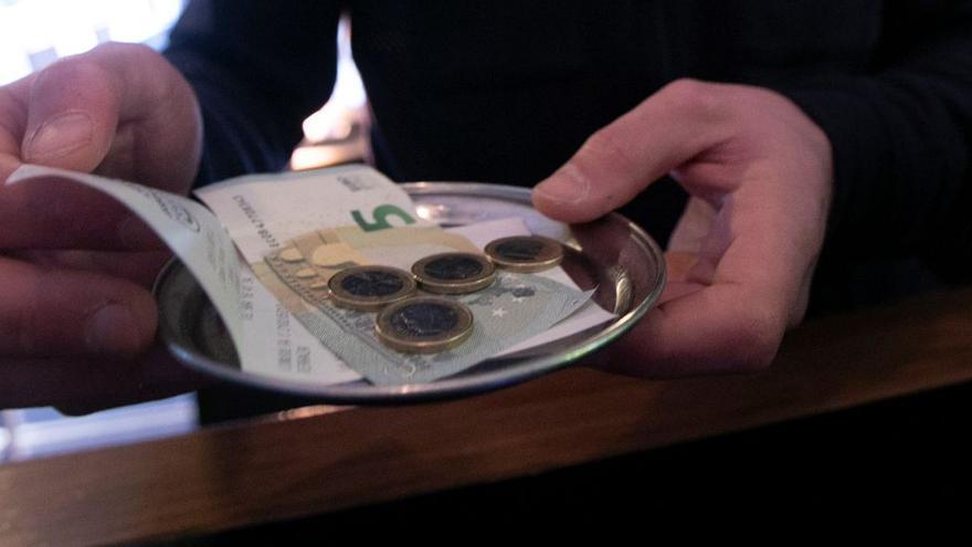 El Tribunal Supremo impide a una empresa de cafeterías de Asturias prohibir las propinas