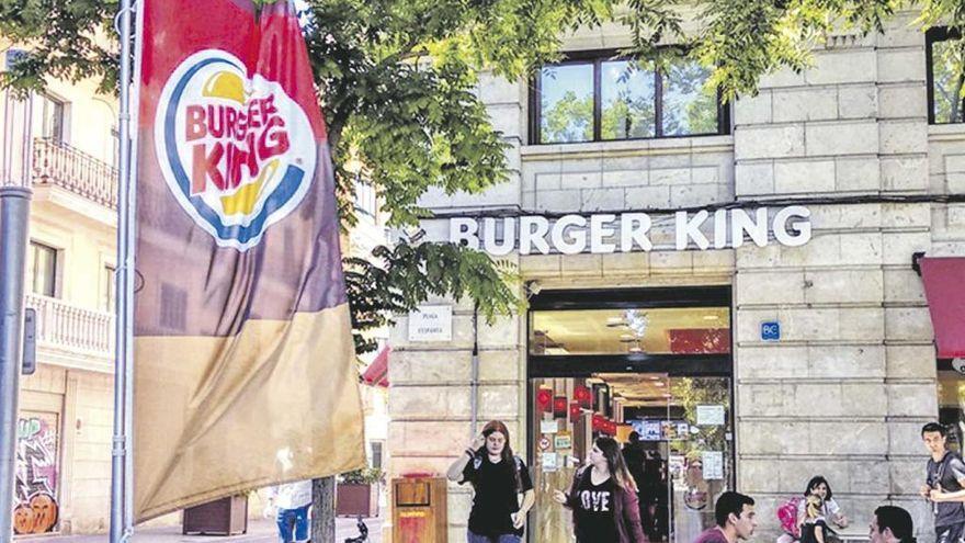 Denuncian ante la Policía a McDonald's y Burger King por incumplir el toque de queda