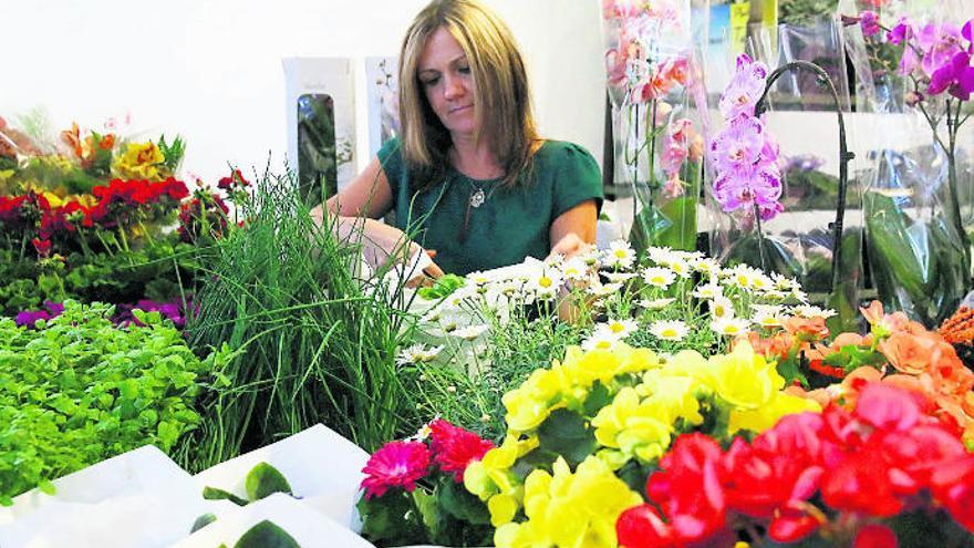 Las floristerías prevén salvar con la venta a domicilio la campaña del Día de la Madre