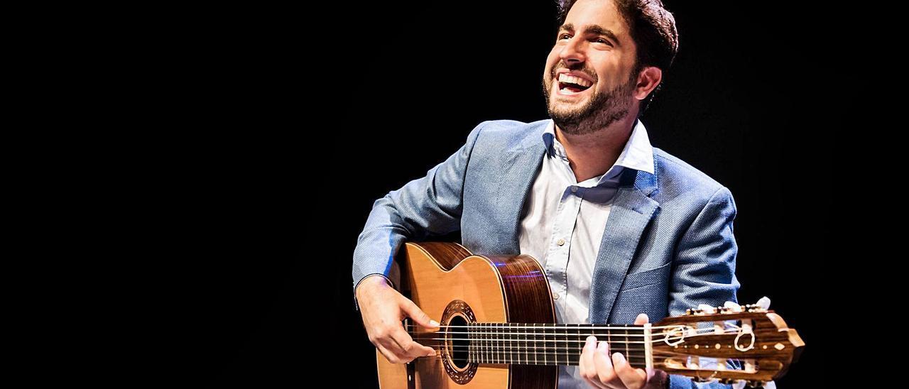 """Rafael Aguirre: """"La guitarra me ha abierto puertas de otros mundos y culturas"""""""