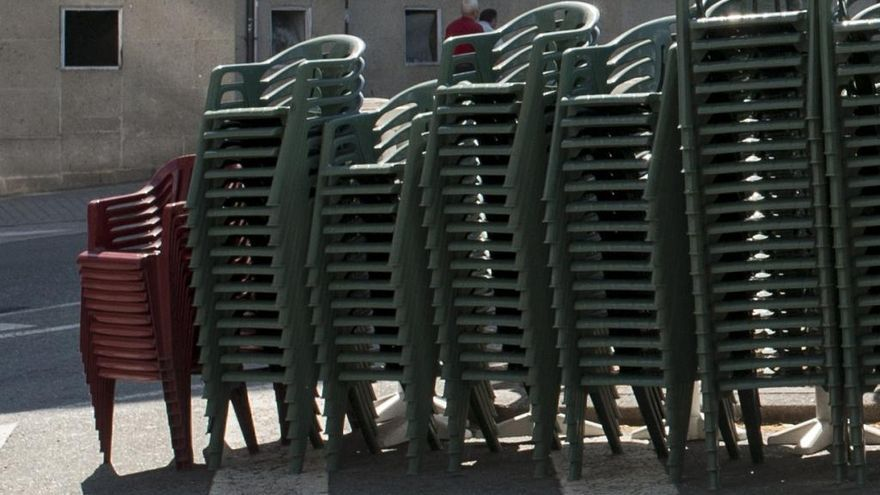 Liberan a un niño atrapado en la silla de un bar de Vilagarcía