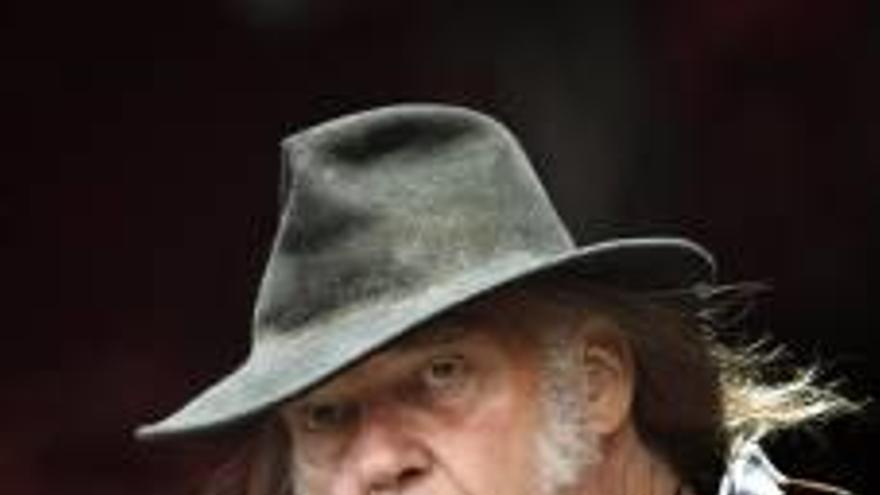 El cantante Neil Young saca nuevo disco junto  a la banda Crazy Horse